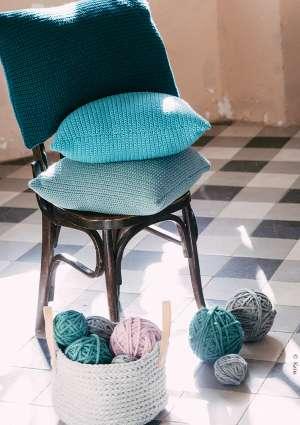 coussin crochet dégradé de bleu décoration
