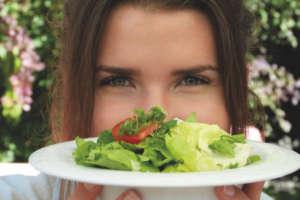 salade assiette femme